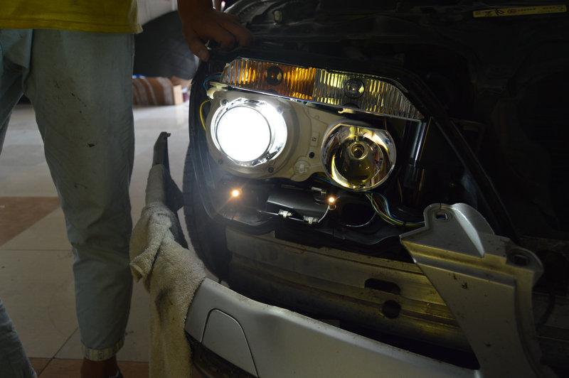 宝马730清理原车大灯,更换欧司朗cbi灯泡 20160907 青岛三横渠汽车